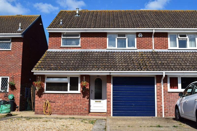 3 Bedrooms Semi Detached House for sale in Wessex Close, Southampton