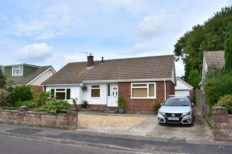 3 Bedrooms Detached Bungalow for sale in Long Lane Close, Southampton