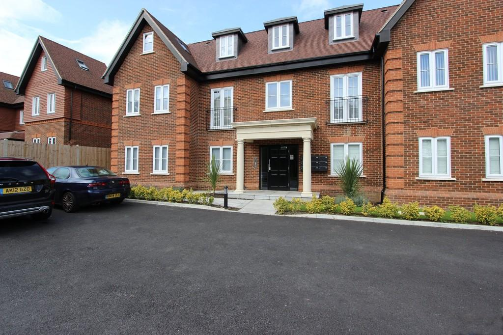 2 Bedrooms Apartment Flat for sale in Brighton Road, Banstead