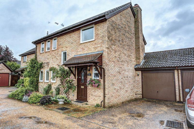 3 Bedrooms Detached House for sale in John Amner Close, Ely
