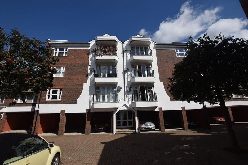 2 Bedrooms Apartment Flat for sale in Waldair Court, Barge House Road, E16 2NW