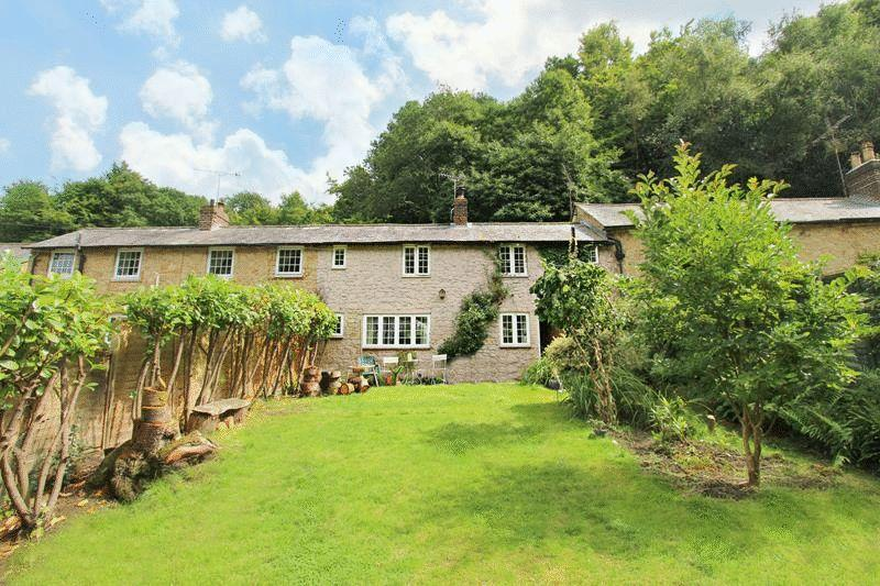 2 Bedrooms Terraced House for sale in The Enterdent, Godstone