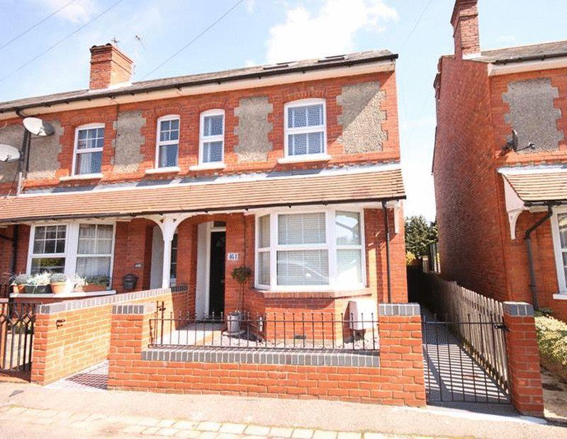 4 Bedrooms End Of Terrace House for sale in Limpsfield Road, Warlingham