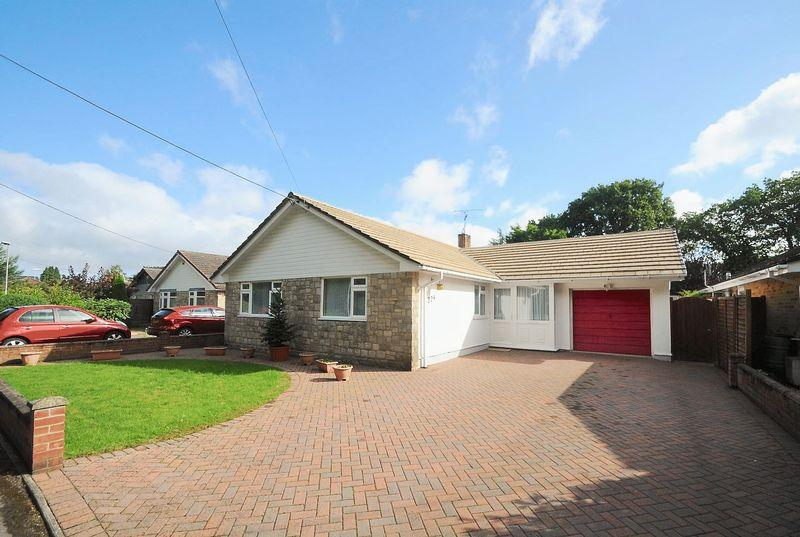 3 Bedrooms Detached Bungalow for sale in Ringwood Road, Verwood