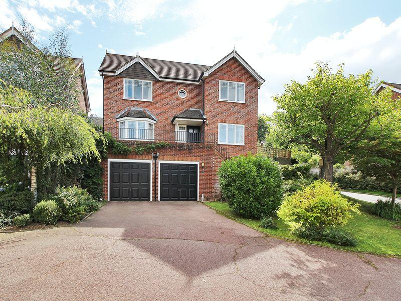 4 Bedrooms Detached House for sale in Nursery Field, Buxted, East Sussex
