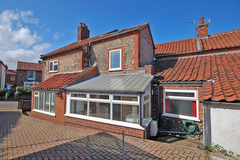 3 Bedrooms Semi Detached House for sale in Cliff Road, Sheringham