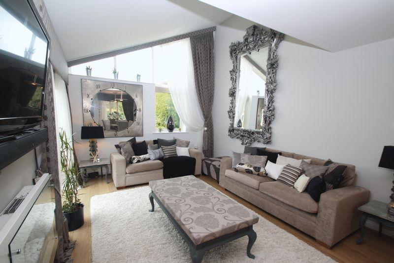 3 Bedrooms Bungalow for sale in Grey Towers Gardens, Nunthorpe