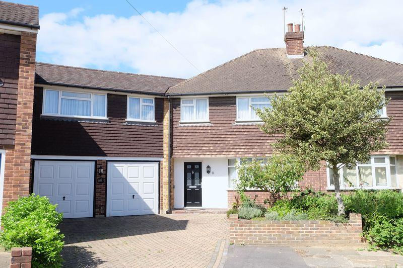 5 Bedrooms Semi Detached House for sale in Derwent Close, Dartford