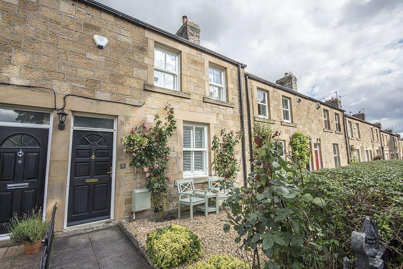 2 Bedrooms Terraced House for sale in Algernon Terrace, Wylam