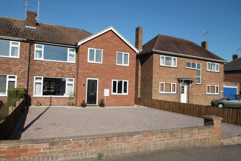 4 Bedrooms Semi Detached House for sale in Woolram Wygate, Spalding