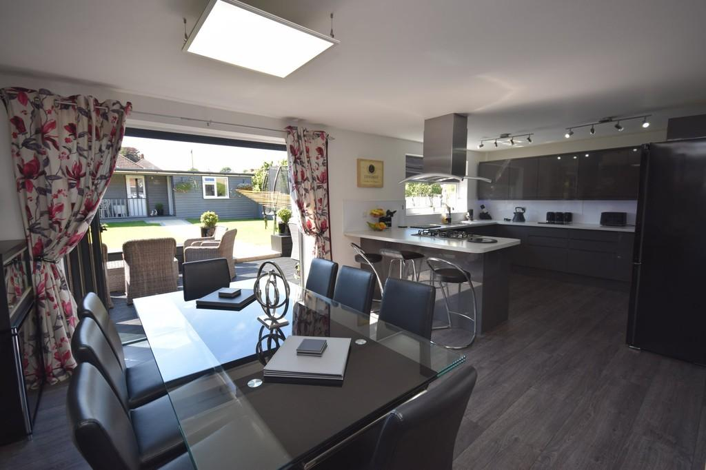 3 Bedrooms Detached House for sale in College Road, Newport