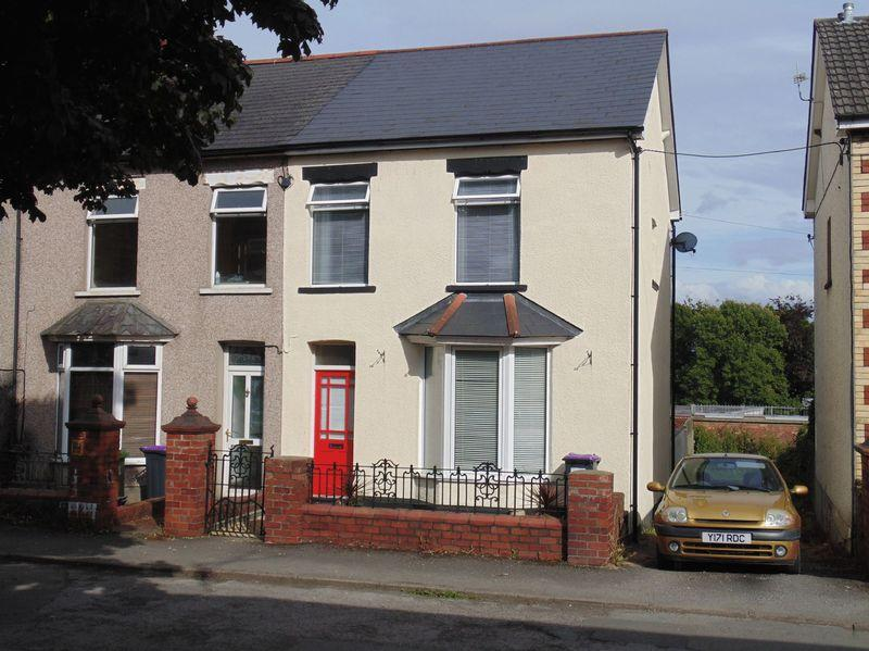 2 Bedrooms Semi Detached House for sale in Godfrey Road, Pontnewydd, Cwmbran