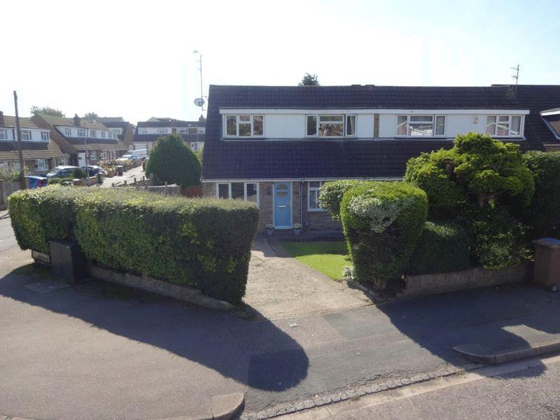 2 Bedrooms Semi Detached Bungalow for sale in Icknield Way, Luton