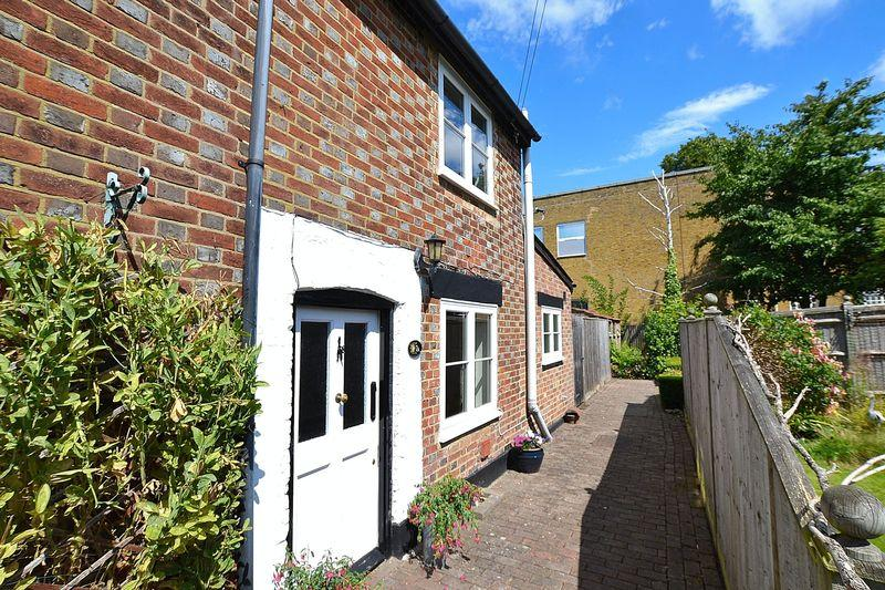 1 Bedroom End Of Terrace House for sale in Church Road, Farnborough