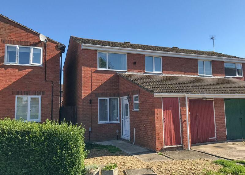 3 Bedrooms Semi Detached House for sale in White Horse Crescent, Wantage