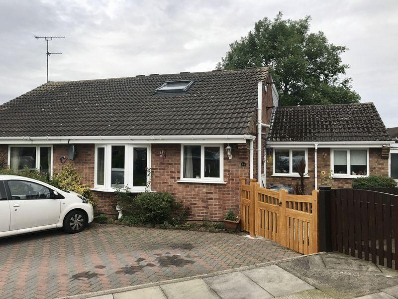 3 Bedrooms Bungalow for sale in Goldcrest Close, Beechwood