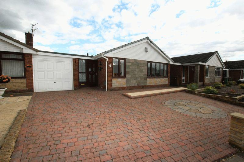 3 Bedrooms Detached Bungalow for sale in Whiteley Drive, Middleton, Manchester M24 2UJ