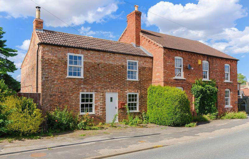 3 Bedrooms Cottage House for sale in Mareham Le Fen - 2 bed cottage, 1 bed apartment, large workshop, outbuildings