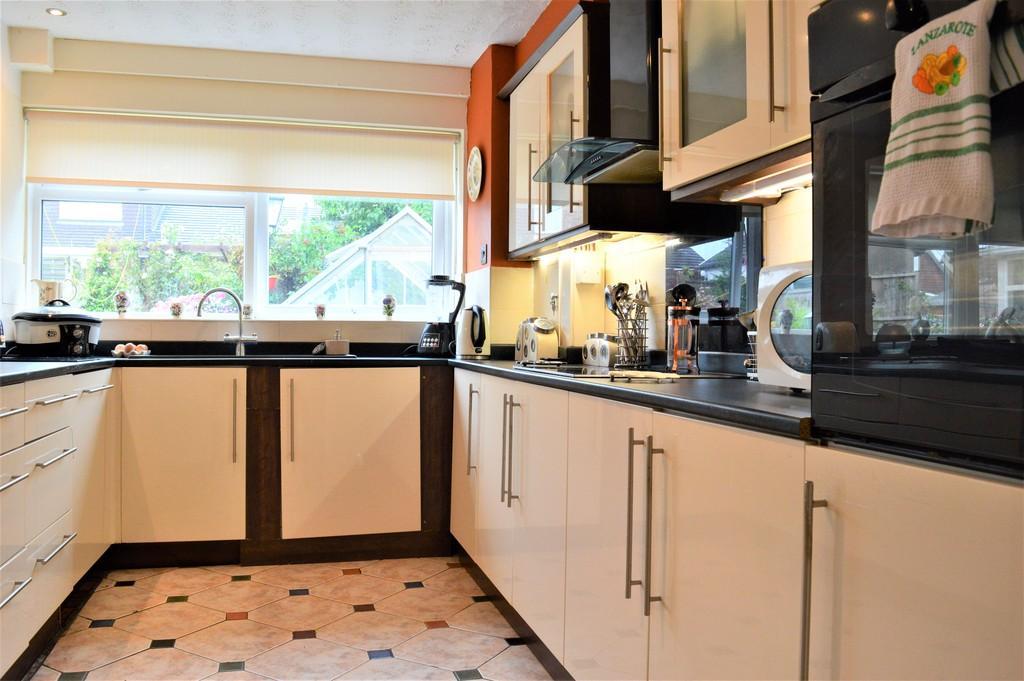 4 Bedrooms Semi Detached House for sale in Brunel Close, Penpedairheol