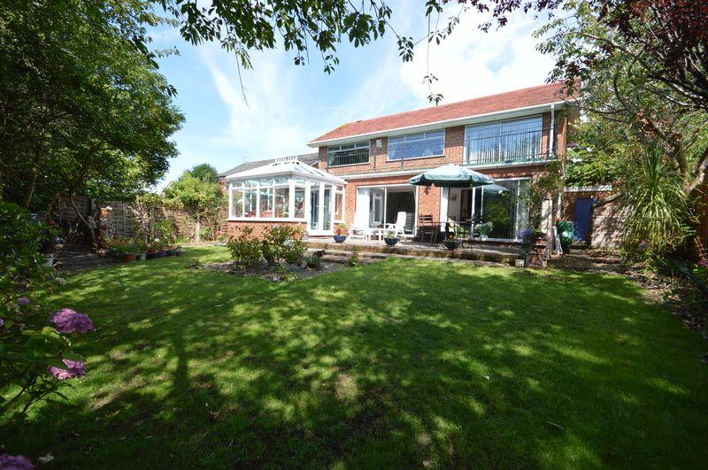 3 Bedrooms Detached House for sale in York Avenue, West Kirby