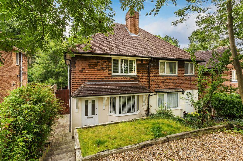 2 Bedrooms Semi Detached House for sale in Vernon Way, Guildford