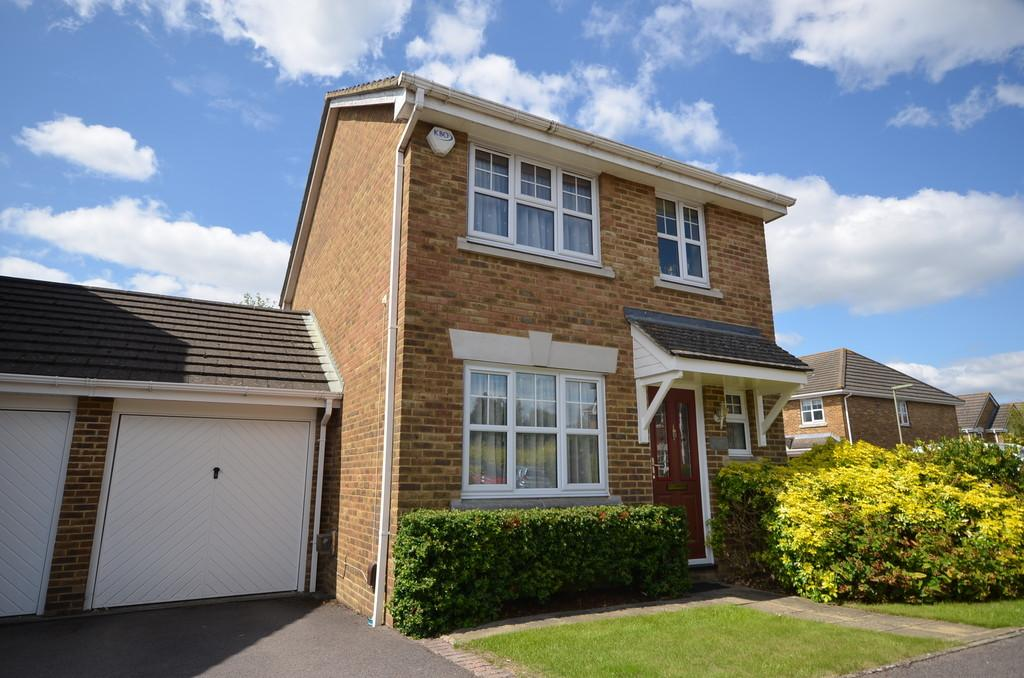 3 Bedrooms Link Detached House for sale in St. Pauls Close, Tongham