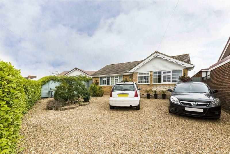 2 Bedrooms Detached Bungalow for sale in Erica Close, Waterlooville
