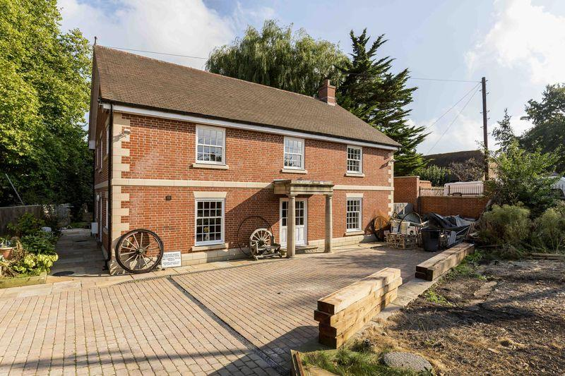 5 Bedrooms Detached House for sale in Mill Lane, Old Bedhampton