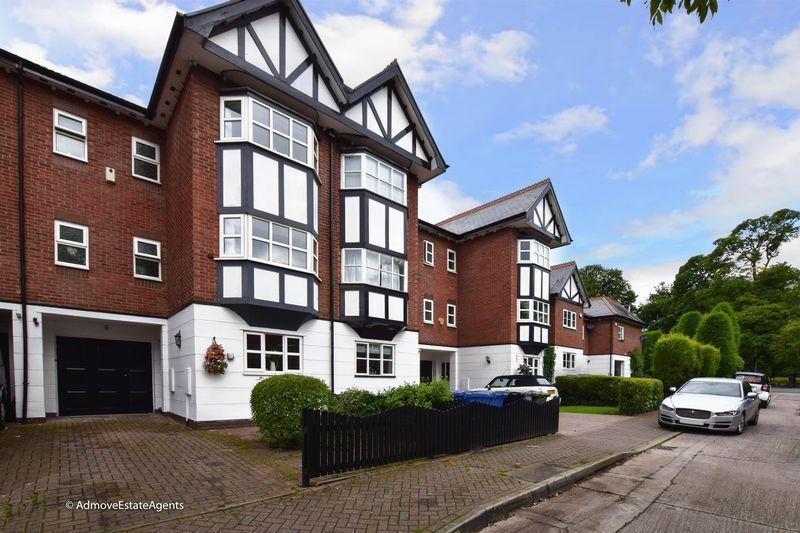 4 Bedrooms Town House for sale in Turn Moss Road, Manchester