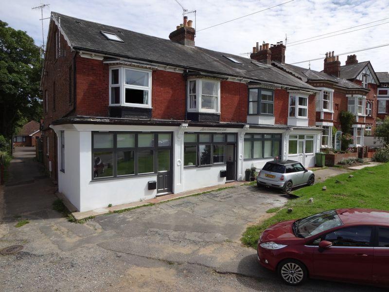 Studio Flat for sale in Lower Green Road, Rusthall, Tunbridge Wells