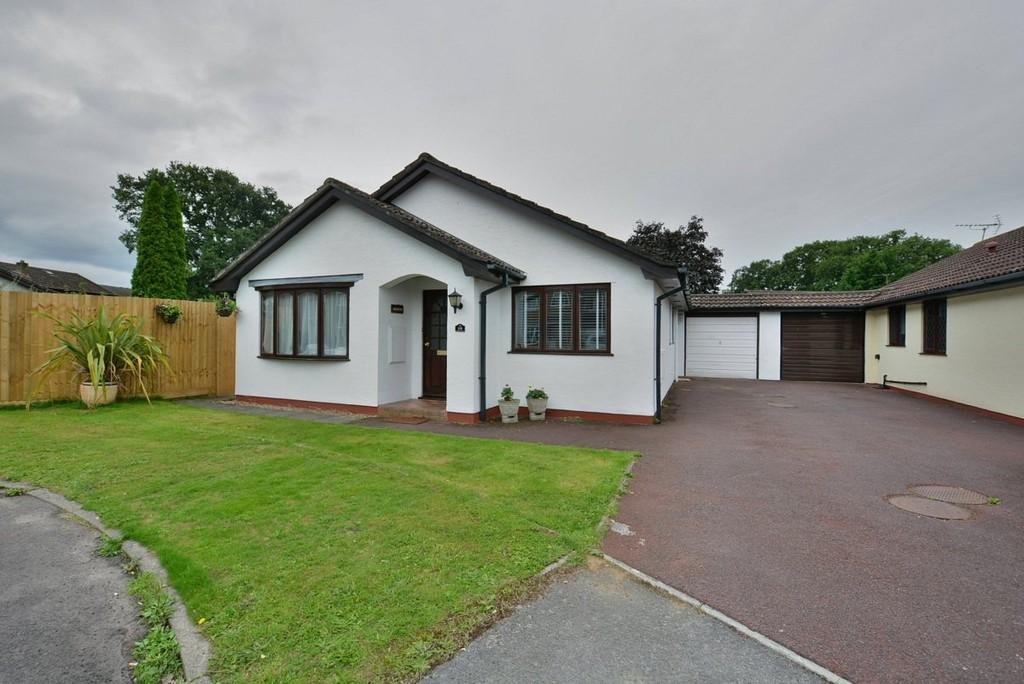 3 Bedrooms Detached Bungalow for sale in Three Legged Cross, Wimborne