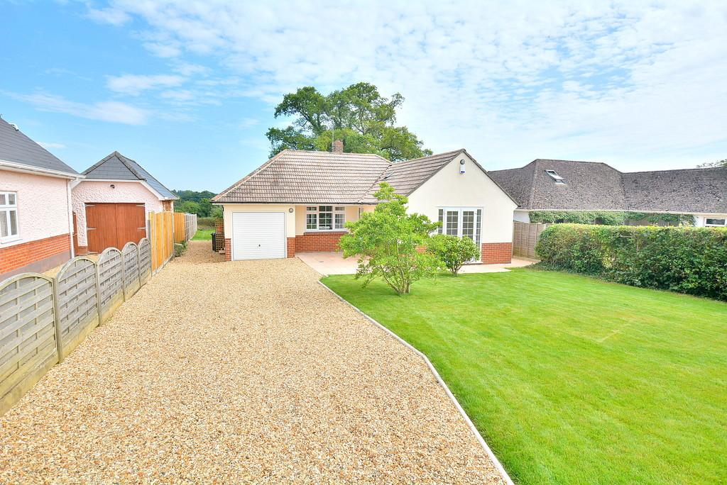 3 Bedrooms Detached Bungalow for sale in Broomhill, Wimborne