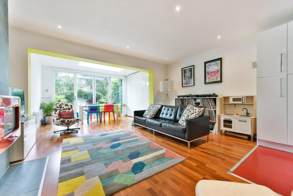 4 Bedrooms Terraced House for sale in Amott Road, Peckham
