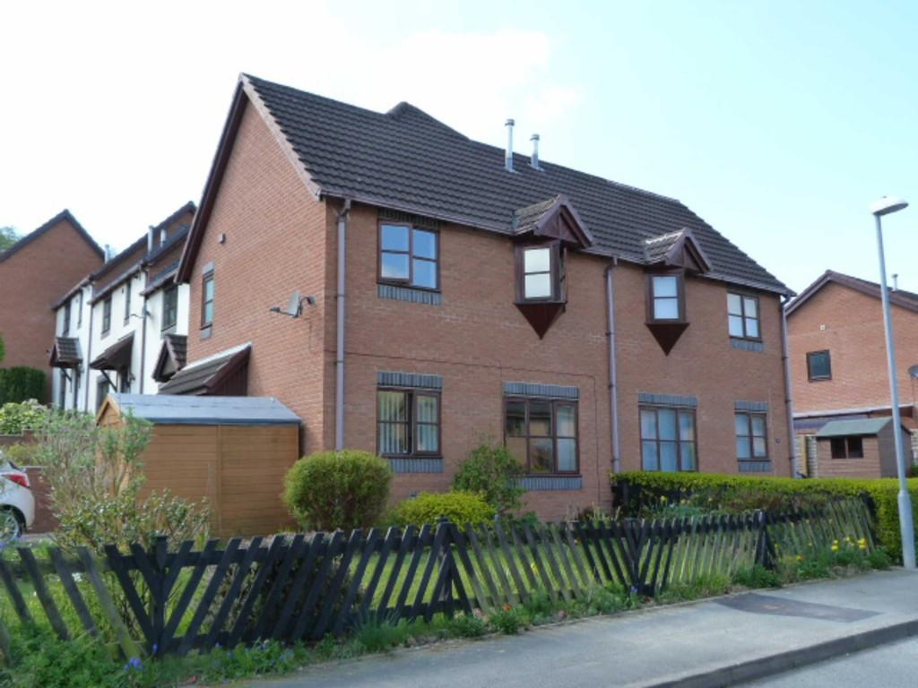 2 Bedrooms Terraced House for sale in 2 Holly Court, Newtown