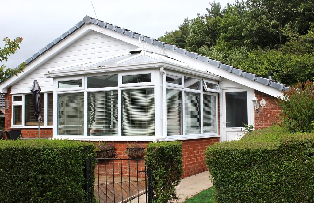3 Bedrooms Detached Bungalow for sale in Well Lane, Llanidloes