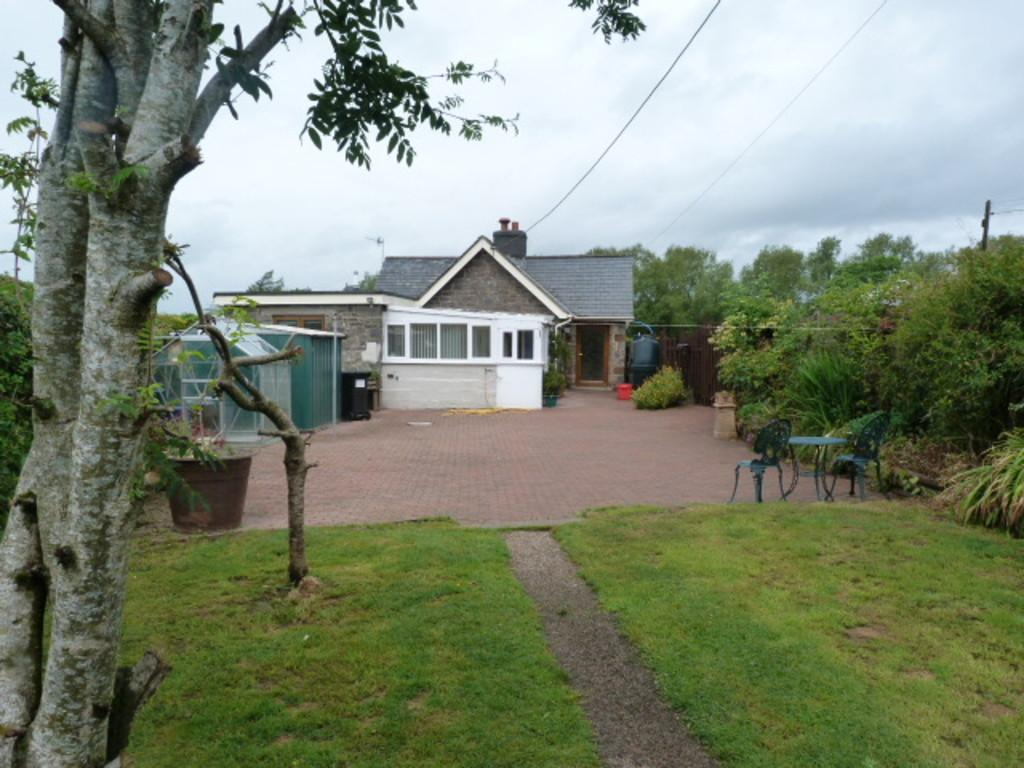 2 Bedrooms Cottage House for sale in Bronfelin Lodge, Caersws