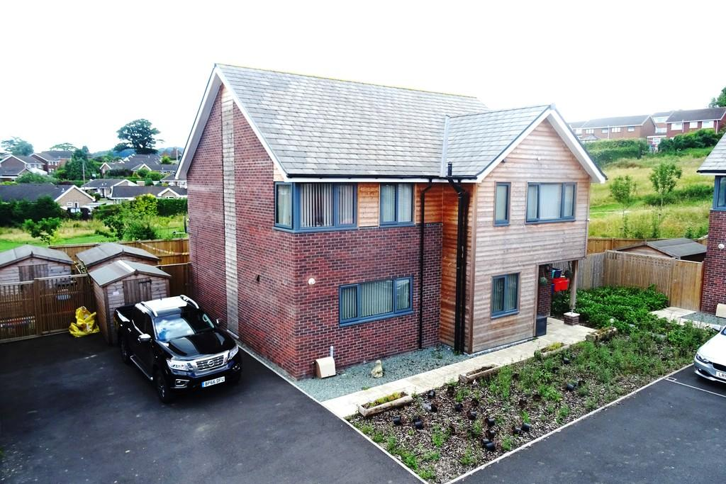 4 Bedrooms Detached House for sale in Burgess Close, Welshpool