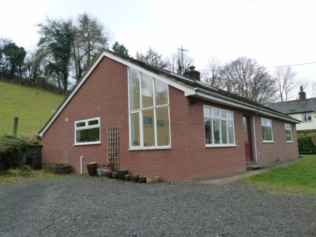 3 Bedrooms Detached Bungalow for sale in Cefn Mawr, Newtown