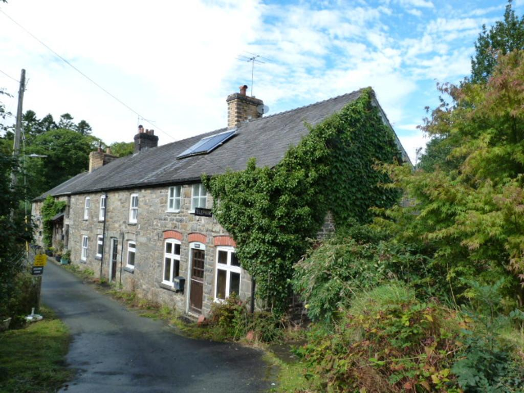 4 Bedrooms End Of Terrace House for sale in Bont Dolgadfan, Llanbrynmair