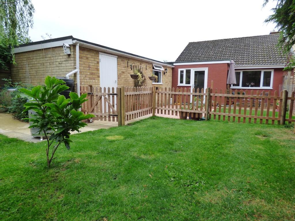 2 Bedrooms Semi Detached Bungalow for sale in Roberts Close, Hempnall