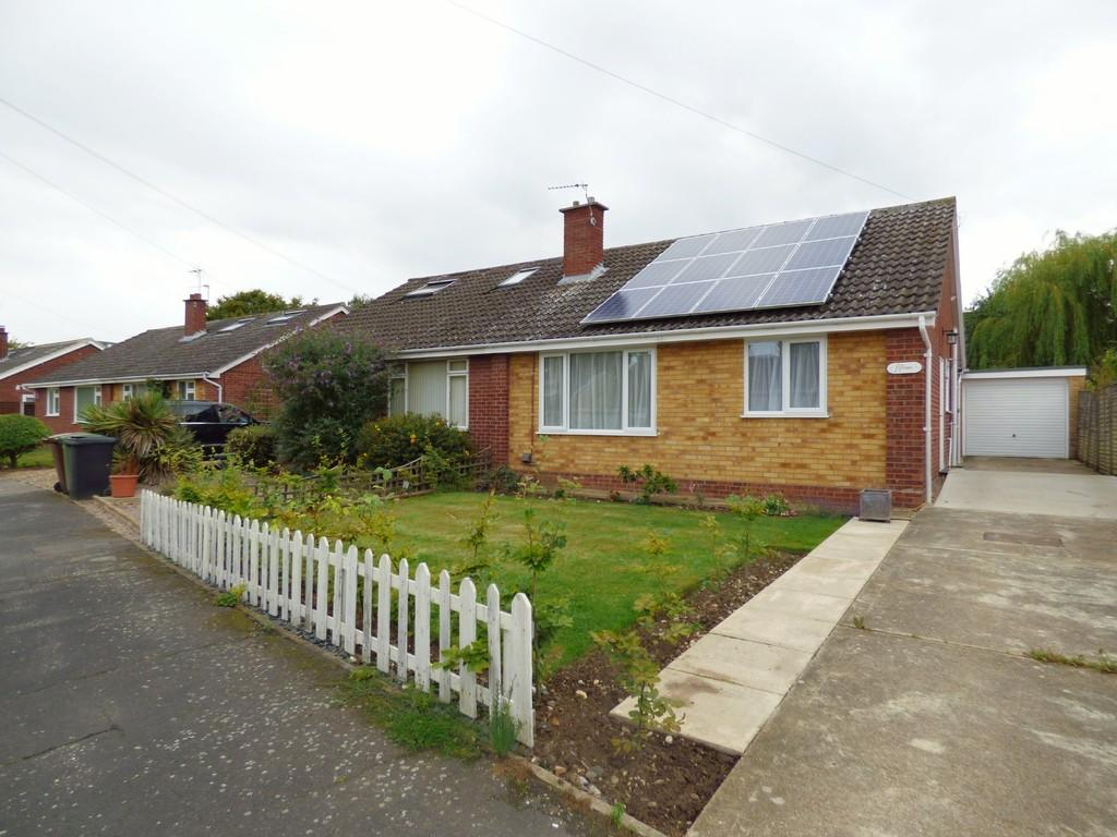 2 Bedrooms Semi Detached Bungalow for sale in Roberts Close, Hempnall