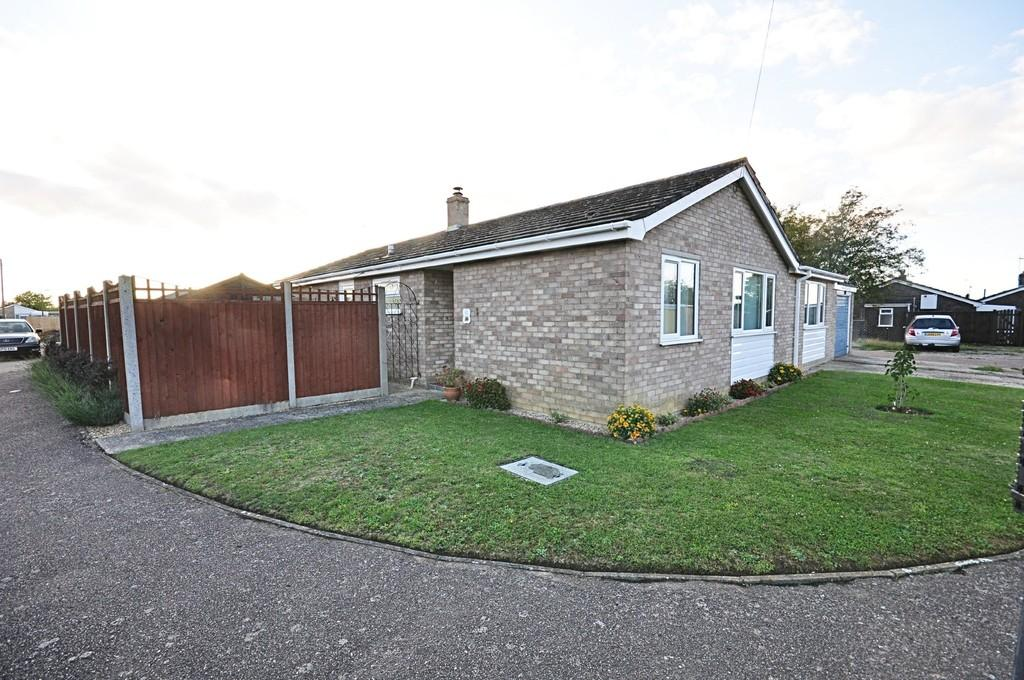3 Bedrooms Semi Detached Bungalow for sale in Cedar Close, Bacton