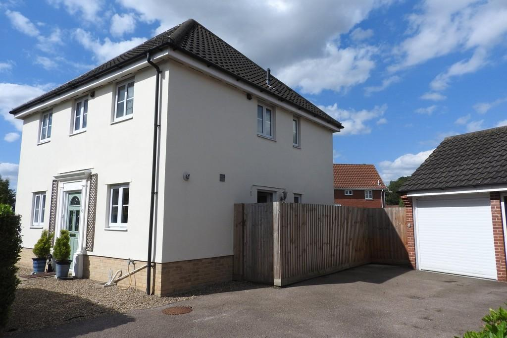 3 Bedrooms Detached House for sale in Churchfields Road, Long Stratton