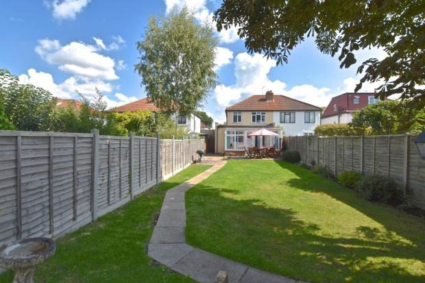 3 Bedrooms Semi Detached House for sale in Caenwood Road, Ashtead, KT21