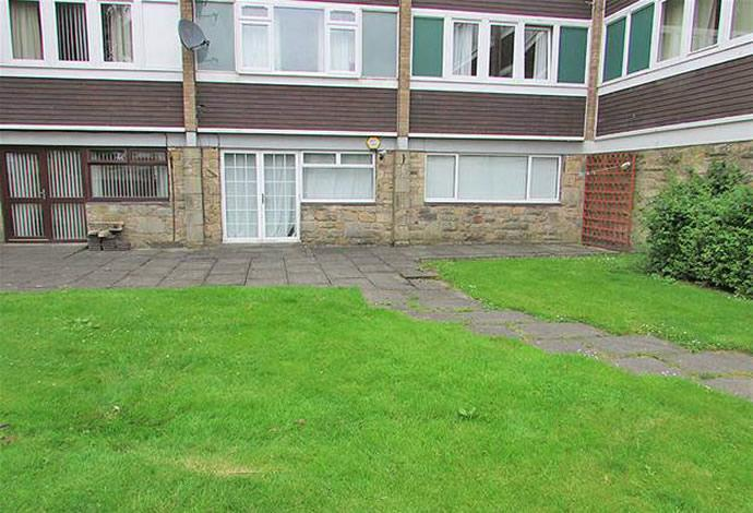 2 Bedrooms Flat for sale in 2 Wellington Court, Hawick, TD9 7DR