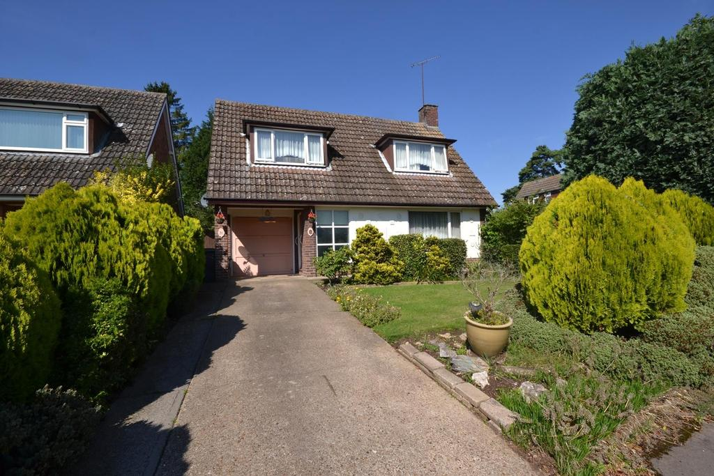 3 Bedrooms Chalet House for sale in Romans Way, Writtle, Chelmsford, Essex, CM1