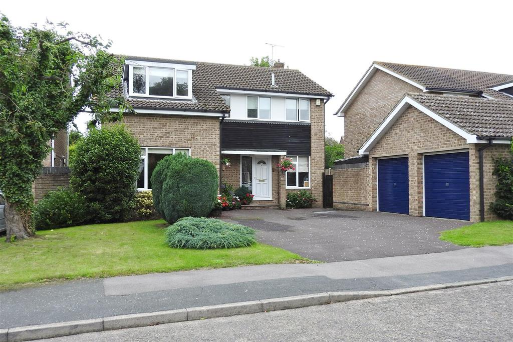 4 Bedrooms Detached House for sale in Woodham Drive, Hatfield Peverel