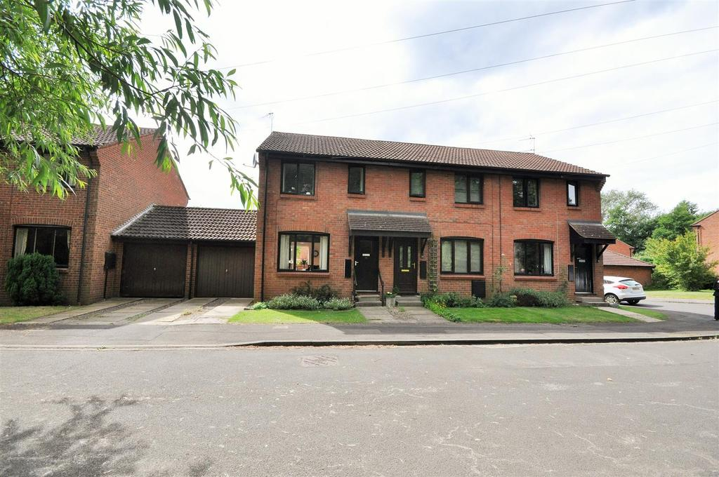2 Bedrooms Town House for sale in Breary Close, Tadcaster Road, York