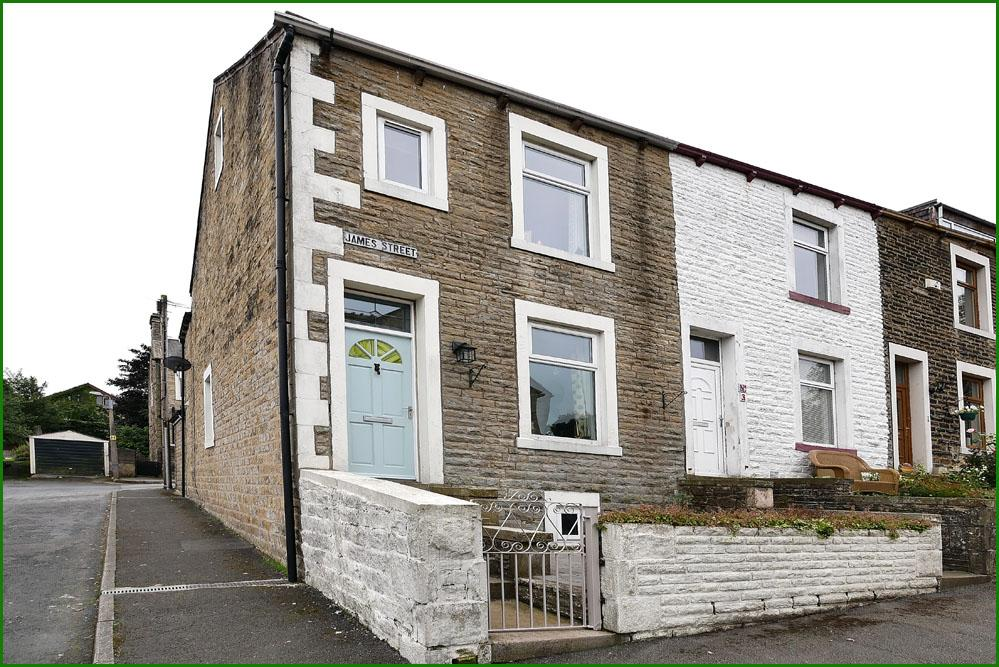 3 Bedrooms End Of Terrace House for sale in James Street, Barnoldswick BB18