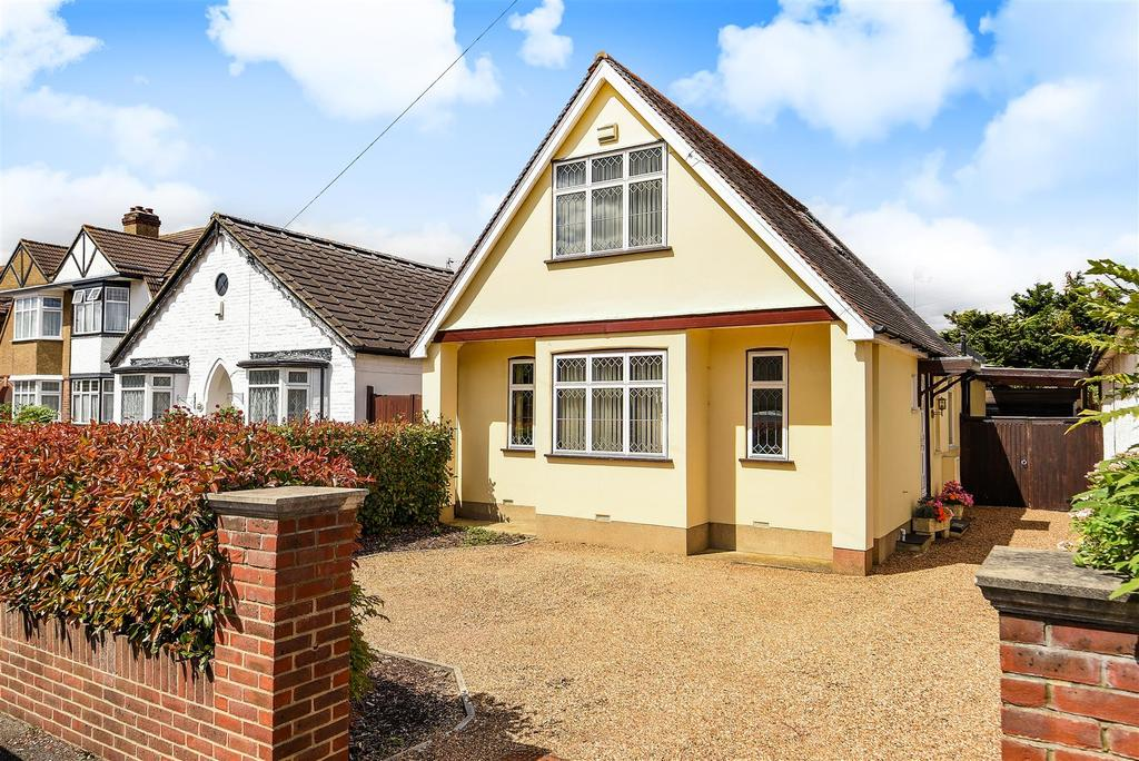 4 Bedrooms Detached Bungalow for sale in Kingston Road, Staines-Upon-Thames